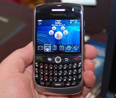 Curve 8900 còn là điện thoại giải trí và nhiều kết nối. Ảnh: Infosyncworld.