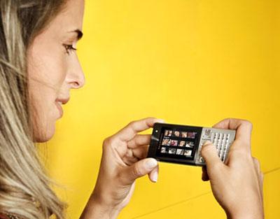 Quản lý tin nhắn là chức năng nổi bật của máy. Ảnh: Handcellphone.