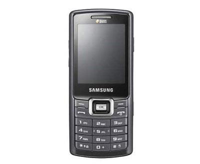 Samsung C5212 cũng chạy hai SIM nhưng đơn giản tính năng. Ảnh: Gsmarena.