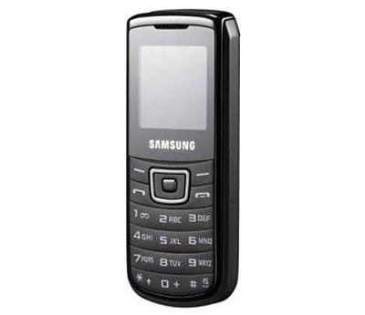 Samsung E1100 dành cho những người chỉ nghe, gọi. Ảnh: Gsmarena.