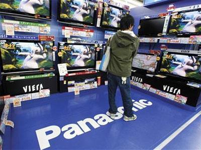 TV Plasma mới của Panasonic mỏng bằng một phần tư và tiết kiệm được một nửa lượng điện năng so với những dòng TV thông thường hiện nay. Ảnh: Reuters.