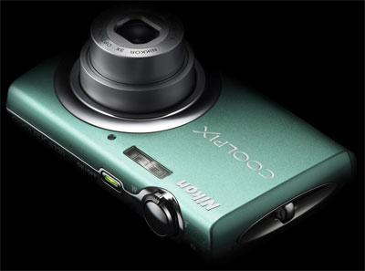Nikon Coolpix S220 có nhiều màu vỏ hấp dẫn.