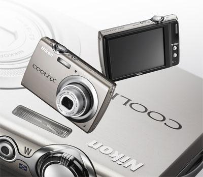 Nikon Coolpix S230 được trang bị màn hình cảm ứng rộng 3 inch.