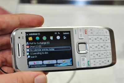 Các smartphone lên ngôi tại MWC năm nay. Ảnh: Engadget.
