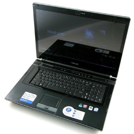 W90 có dáng dấp đặc trưng của một chiếc laptop chơi game. Ảnh: Notebookreview.