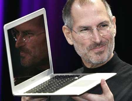 Apple MacBook Air (2008) khiến thị trường phải định nghĩa lại laptop siêu di động. Ảnh: SMH.