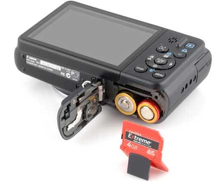 Canon A2100 IS dùng pin AA, dung lượng không cao như pin Lithium. Ảnh: Letsgodigital.