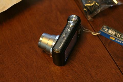 ZS3 là máy ảnh siêu zoom. Ảnh: Engadget.