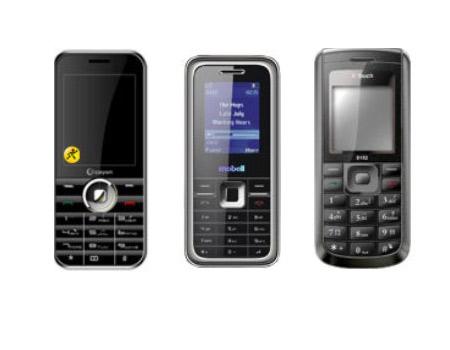 Cayon C308, Mobell-M360, K-Touch D152 (từ trái sang) đang là những sản phẩm giá rẻ được ưa chuộng. Ảnh: Thegioididong.com
