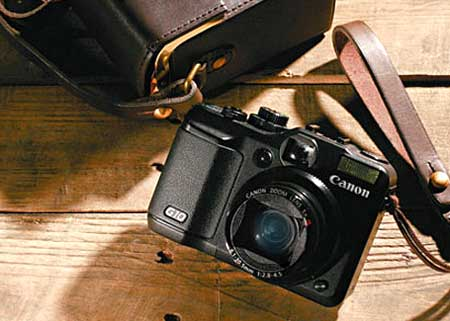 Canon PowerShot G10 dễ truy cập. Ảnh: Hypebeast.