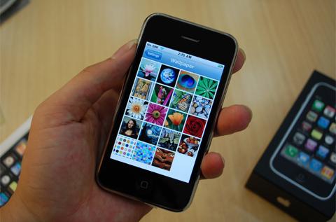 So với phiên bản trước, thiết kế của iPhone 3GS không thay đổi. Ảnh: Quốc Huy.