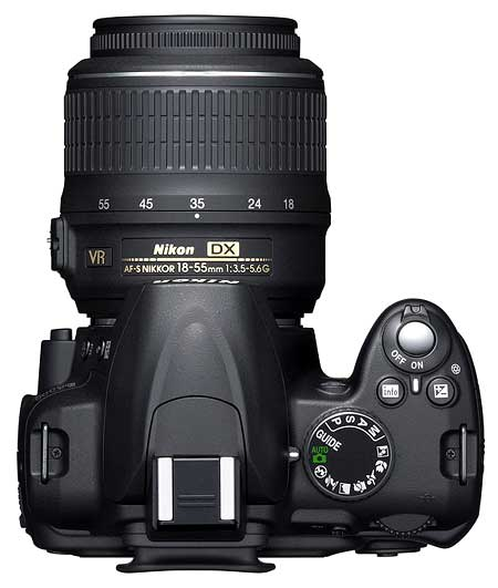 Nikon D3000 và ống kit 18-55mm VR. Ảnh: Imaging Resource.