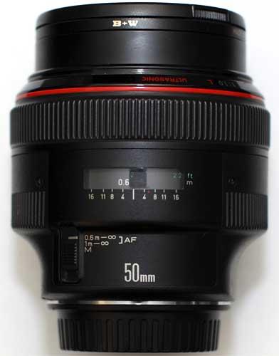 Canon EF 50 mm f/1.0L USM, một trong những ống fix hiếm và đắt nhất hiện nay. Ảnh: Wikimedia.