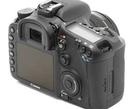 Canon EOS 7D sử dụng cảm biến APS-C quen thuộc. Ảnh: Dpreview.
