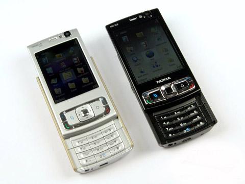 Hai phiên bản N95 từng mang lại thành công cho dòng di động trượt hai chiều. Ảnh: Gsmarena.