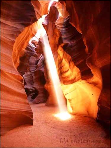 Bạn không có quá nhiều không gian để chụp bức ảnh này trong một hang động. Ảnh: Theamericanwest.