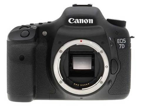 Canon EOS 7D với nhiều trang bị cao cấp của dòng máy chuyên nghiệp. Ảnh: Imaging Resource.