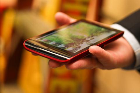 Dell Mini 5 với màn hình rộng 5 inch. Ảnh: Pocket-lint.