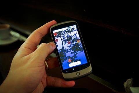 Nexus One của Google với màn hình AMOLED. Ảnh: Pocket-lint.