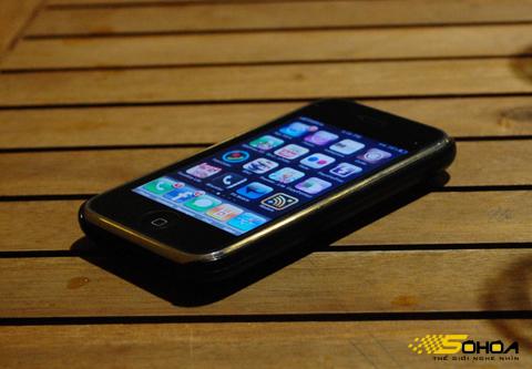 Di động của Apple đã có ở Việt Nam dưới dạng xách tay. Ảnh: Quốc Huy.