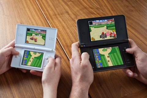 Thiết kế màn hình lớn cho phép người dùng nhìn và chơi game tốt hơn. Ảnh: Cnet.