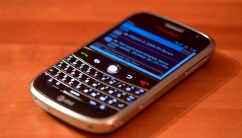 BlackBerry - điện thoại của shortcut. Ảnh: Engadget.