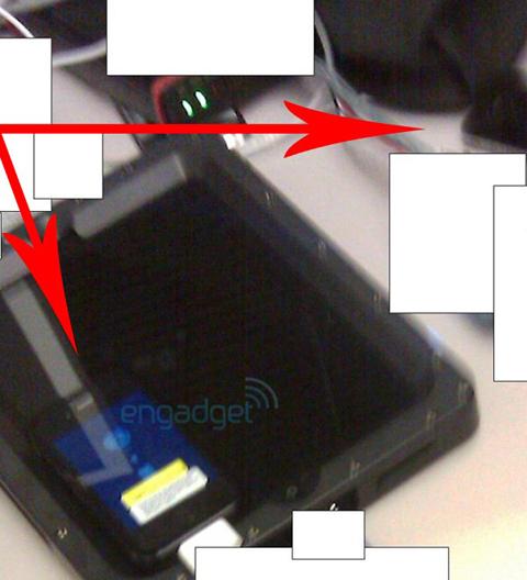 Hình ảnh được cho là iPhone thế hệ thứ tư trong phòng thí nghiệm. Ảnh: Engadget.