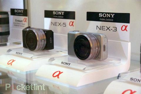 Sony NEX 3 và NEX 5. Ảnh: Pocket-lint.