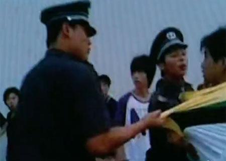 Video bảo vệ Foxconn hành hung công nhân.