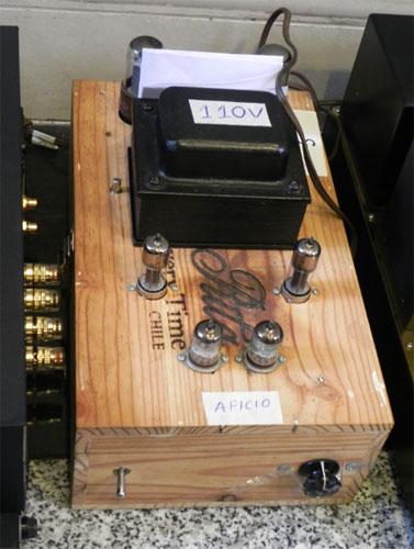 Ampli làm bằng vỏ hộp rượu của một thí sinh trong Nam. Ảnh: L.T.