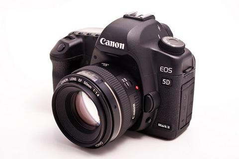 Canon EOS 5D Mark II. Ảnh: Photographybay.