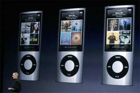 Steve Job, CEO của Apple, giới thiệu máy nghe nhạc iPod Nano.