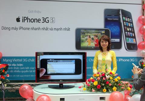 Giá bán một số mẫu iPhone của Viettel được điều chỉnh lại. Ảnh: Quốc Huy.