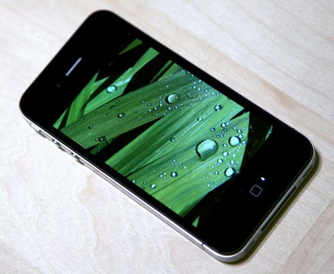 Boing Boing cho rằng, iPhone 4 là một cải tiến mạnh mẽ.