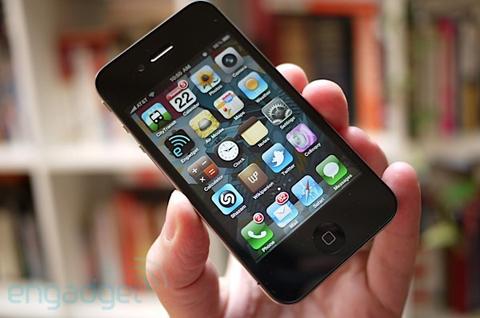 Engadget choáng ngợp bởi thiết kế hoa mỹ của iPhone 4.