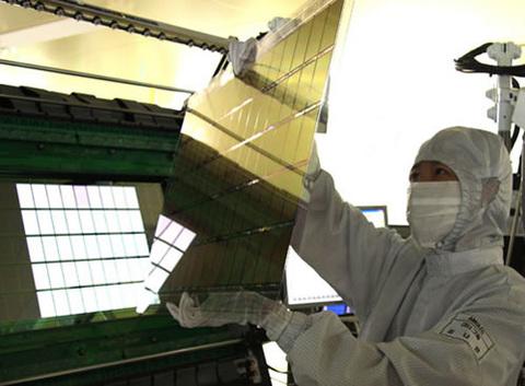 Samsung đang tích cực đầu tư vào loại màn hình AMOLED. Ảnh: OLED-display.
