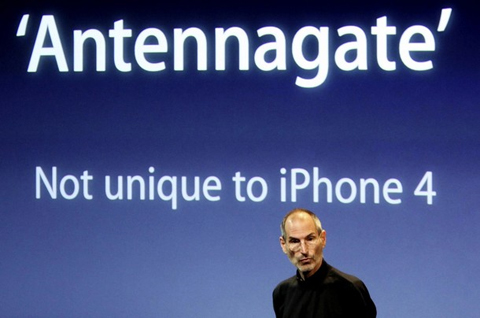 Apple khẳng định, mất sóng không chỉ riêng là vấn đề của iPhone. Ảnh: Reuters.