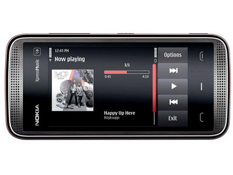 5530 XpressMusic chạy trên hệ điều hành Symbian.