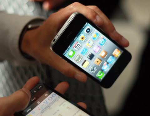 Giá iPhone 4 tiếp tục giảm nhẹ. Ảnh: Quốc Huy.