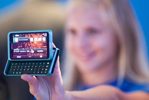 E7, chiếc smartphone vừa ra mắt của Nokia. Ảnh: Nokia.