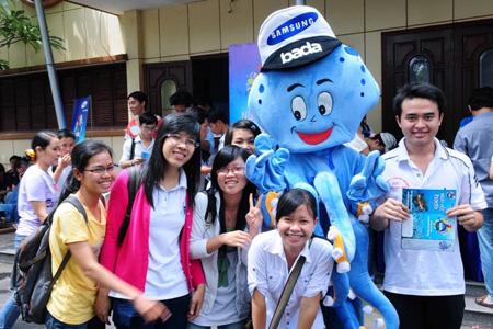 """Mascot """"bạch tuộc bada"""" được nhiều sinh viên yêu mến."""