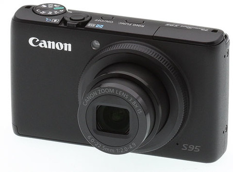 Canon Powershot S95 sở hữu thiết kế không khác nhiều tiền nhiệm S90 ra mắt một năm trước đó. Ảnh: Imaging Resource.