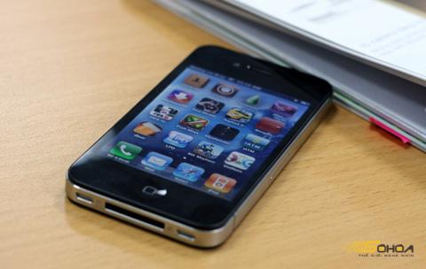 iPhone 4 hàng khóa chạy phần mềm mới nhất chỉ có thể chơi game, chơi nhạc thông thường. Ảnh: Quốc Huy.