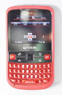 M20 hỗ trợ nghe nhạc MP3 chuyện nghiệp, nghe đài FM với jack cắm 3,5 mm. Ngoài ra, camera trên máy cũng hỗ trợ cho các chức năng chụp ảnh, quay phim.