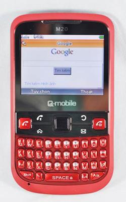 Ứng dụng chat với Yahoo, Skype, Facebook, MSN được cài đặt sẵn trên máy. Bên cạnh đó, Google Search là một công cụ tìm kiếm hữu hiệu mà máy trang bị cho người dùng.