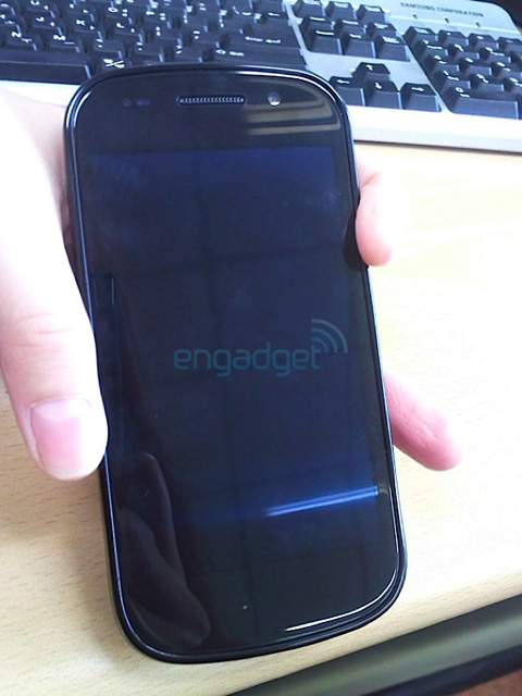 Nexus S với kiểu dáng của Galaxy S. Ảnh: Engadget.