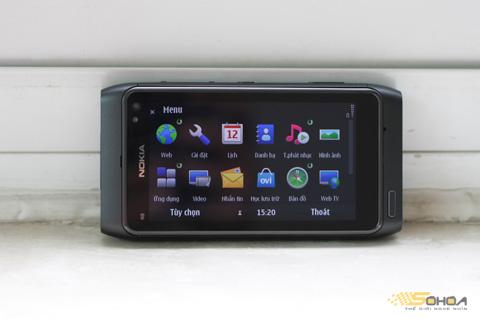Nokia N8 chạy Symbian^3. Ảnh: Quốc Huy.