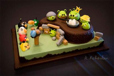 Bánh sinh nhật với các nhân vật Angry Birds.