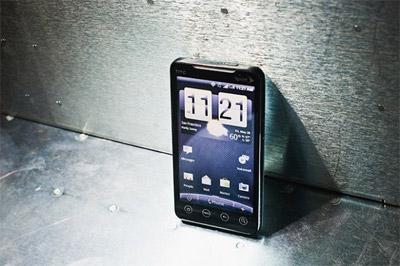 Màn hình cảm ứng điện dung trong HTC EVO 4G.