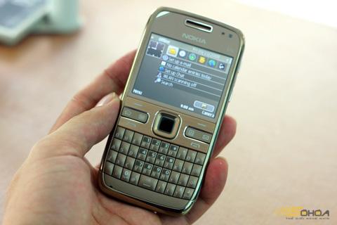 Nhiều model như E72, E71 của Nokia tiếp tục tăng giá. Ảnh: Quốc Huy.
